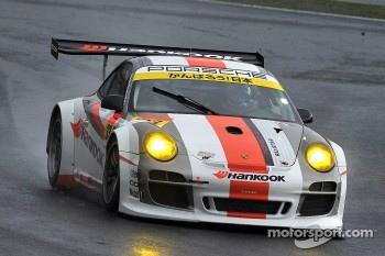 #33 Hankook Porsche: Masami Kageyama and Tomonobu Fujii