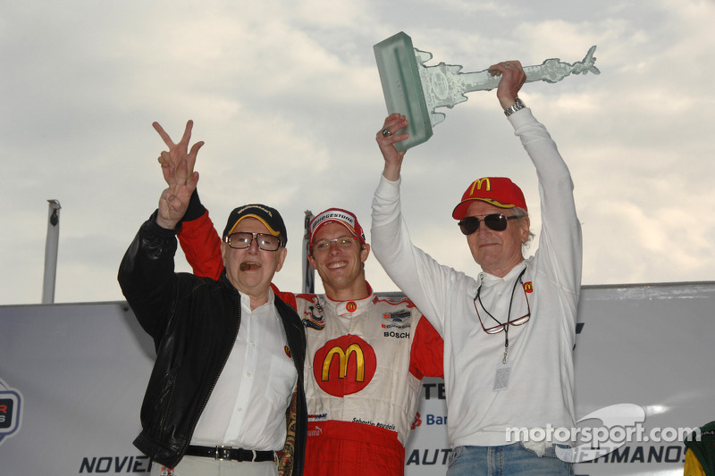 Podium: race winner Sébastien Bourdais with Carl Haas and Paul Newman