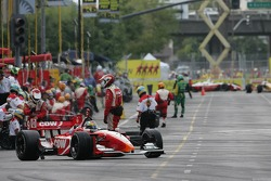 Justin Wilson practicing pit stops