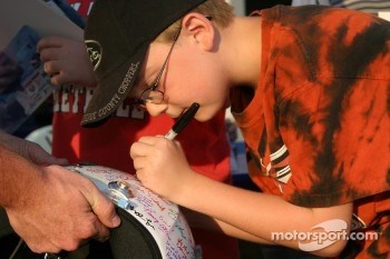 Fans sign Sarah Fisher's helmet