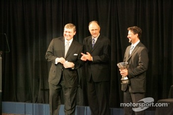 Michael Andretti accepts championship team award