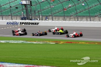 Ryan Briscoe and Scott Dixon lead a group of cars