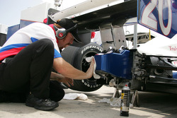 Crew member works on the car of Ed Carpenter
