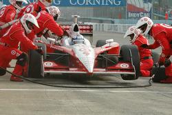 Scott Dixon takes tires