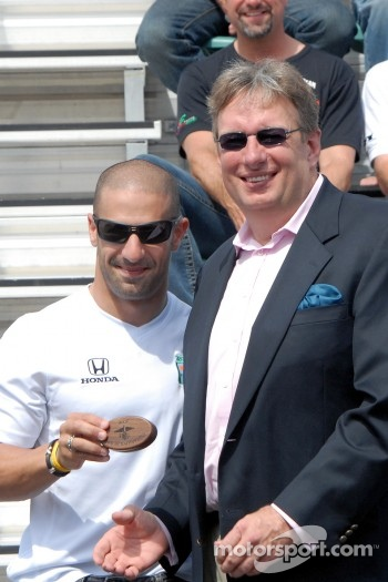 Tony Kanaan receives starter's ring