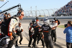 Andretti Green Racing crew members celebrate as Dario Franchitti wins the race and the 2007 IndyCar Series championship