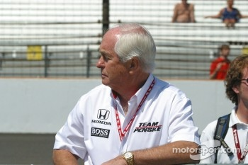 Roger Penske watches qualifying