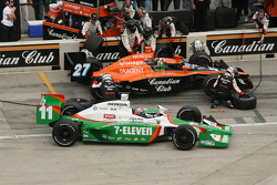 Pitstop Tony Kanaan and Dario Franchitti