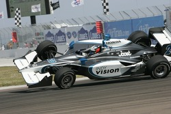 Ed Carpenter crashes