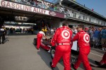 Car of Scott Dixon, Target Chip Ganassi Racing rolled to pitlane