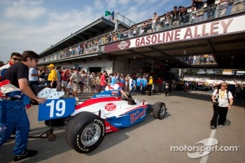 Car of Alex Lloyd, Dale Coyne Racing rolled to pitlane