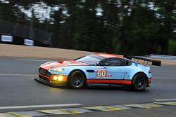 #60 Gulf AMR Middle East Aston Martin Vantage: Fabien Giroix, Roald Goethe, Michael Wainwright
