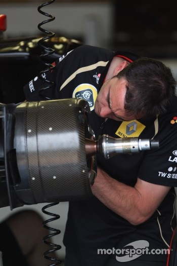 Team Lotus mechanic