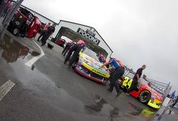 Cars of Jeff Gordon, Hendrick Motorsports Chevrolet and Carl Edwards, Roush Fenway Racing Ford