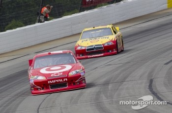 Juan Pablo Montoya, Earnhardt Ganassi Racing Chevrolet and Kurt Busch, Penske Racing Dodge