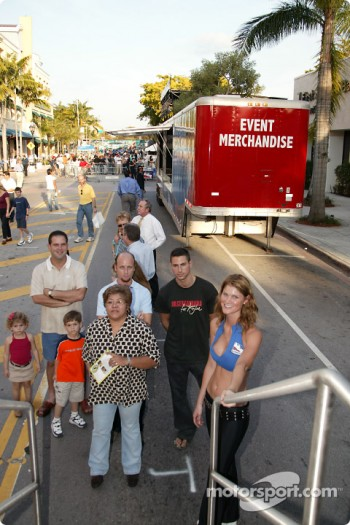 Toyota Indy Feat held in South Beach, Miami: fans await their turn to the IndyCar simulator