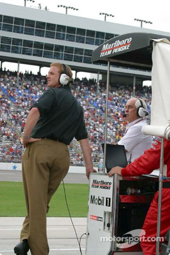 Rusty Wallace watches the race
