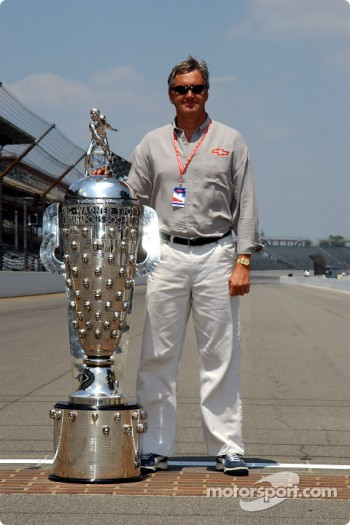 Eddie Cheever with the Borg-Warner Trophy