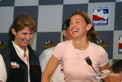 Ashley Judd draws for Dario Franchitti