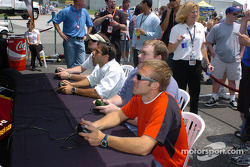 Drivers and media play IndyCar Series 2005 Challenge