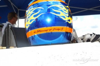 A tribute on Davey Hamilton's helmet