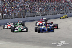 Start: Vitor Meira takes the lead ahead of Tony Kanaan