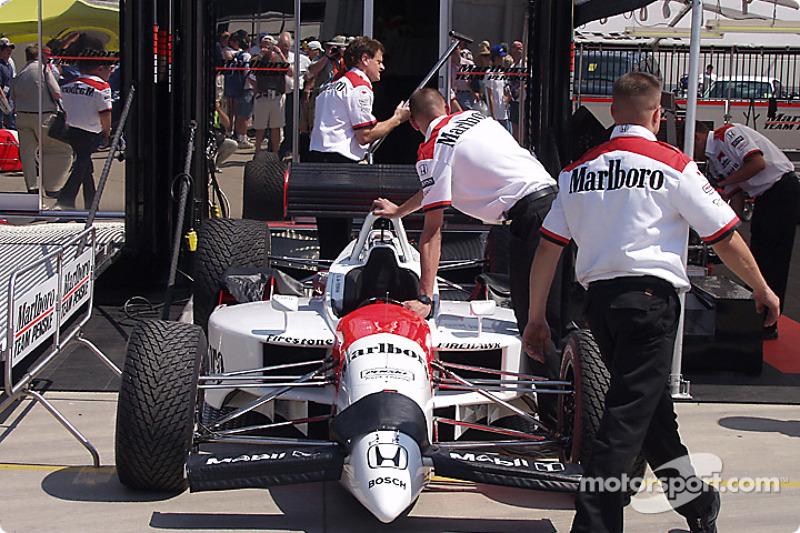 Marlboro Team Penske packing up