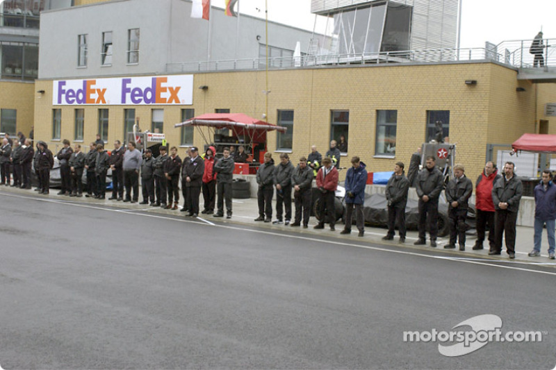Moment of silence on pitlane