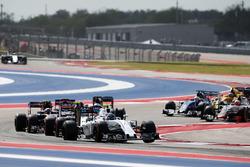 Valtteri Bottas, Williams FW38 at the start of the race