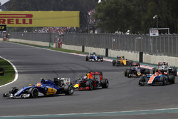 Felipe Nasr, Sauber C35; Daniel Ricciardo, Red Bull Racing RB12