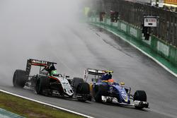 (L to R): Nico Hulkenberg, Sahara Force India F1 VJM09 and Felipe Nasr, Sauber C35 battle for position