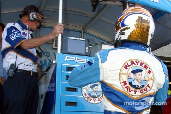 Patrick Carpentier getting ready for the warmup