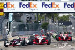 Tony Kanaan leads Scott Dixon