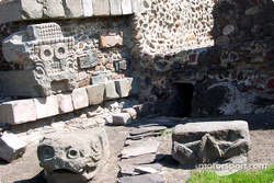 Visit at Teotihuacan pyramids: Entrance to the two temples
