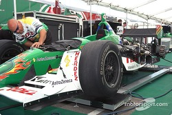 Team Herdez readies Mario's car