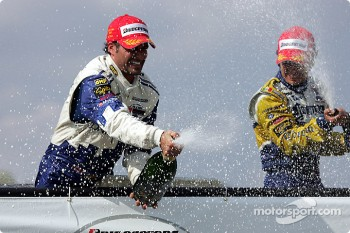 Podium: champagne for Alex Tagliani and Rodolfo Lavin