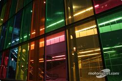 Montréal nightlights: wild colors at Palais des congrès de Montréal