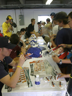 Autograph session: fans meet their favorite drivers