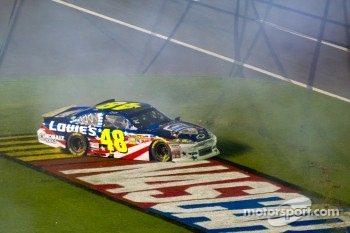 Crash on the last lap, exiting turn 4: Jimmie Johnson, Hendrick Motorsports Chevrolet