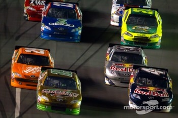Kyle Busch, Joe Gibbs Racing Toyota and Kasey Kahne, Red Bull Racing Team Toyota lead the field