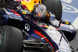 Sebastian Vettel, Red Bull Racing with a new helmet showing the faces of his mechanics