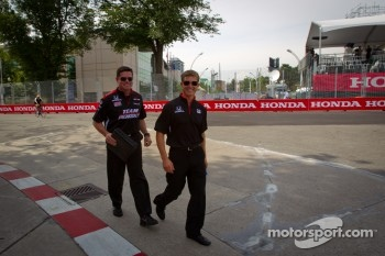 Track inspection for Ryan Briscoe, Team Penske