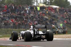 Pastor Maldonado, Williams F1 Team and Karun Chandhok, test driver, Lotus F1 Team