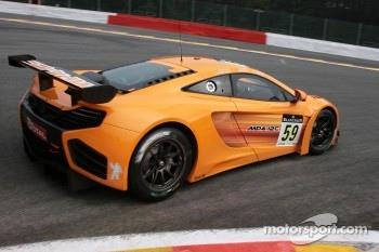 #59 McLaren GT McLaren GT: Andrew Kirkaldy, Alvaro Parente, Oliver Turvey
