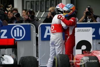 Race winner Jenson Button, McLaren Mercedes celebrates with Fernando Alonso, Scuderia Ferrari