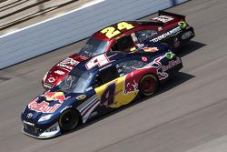 Kasey Kahne, Red Bull Racing Team Toyota and Jeff Gordon, Hendrick Motorsports Chevrolet