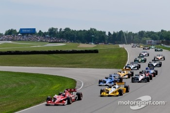 Start: Scott Dixon, Target Chip Ganassi Racing leads the field