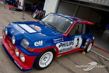 classic renault rally car