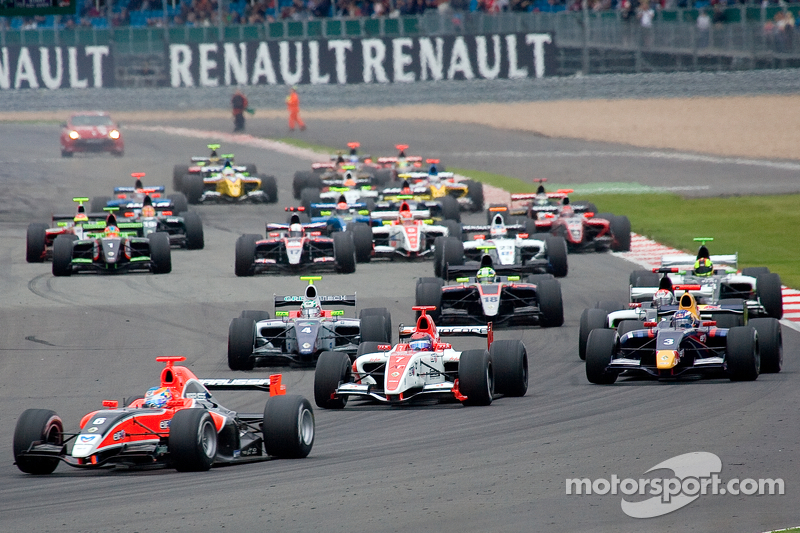 Robert Wickens leads from the start
