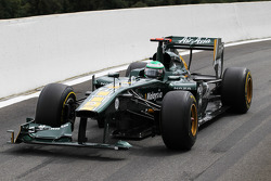Jarno Trulli, Team Lotus with a broken front wing